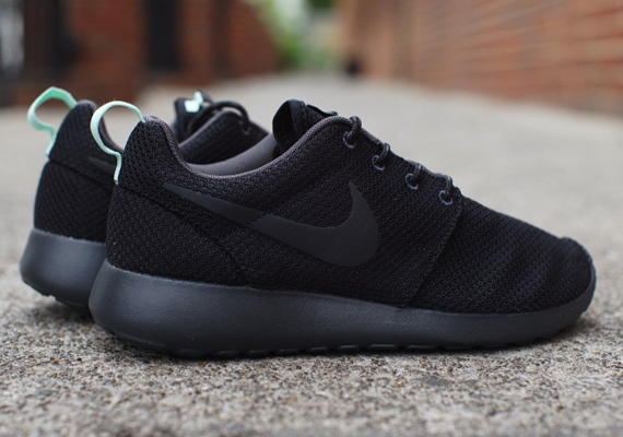 best loved 1bfd9 a6589 Nike Womens Roshe Run - Black - Arctic Green - SneakerNews.com