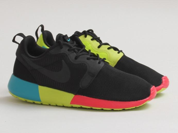 sneakers for cheap cbae0 0e0a4 Nike Women s Roshe Run HYP