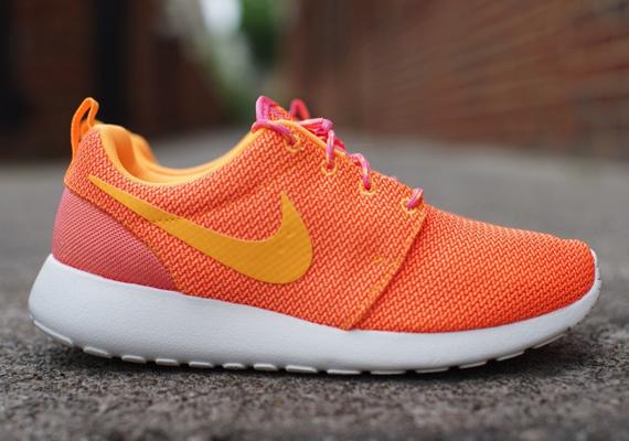 roshe run pink and orange