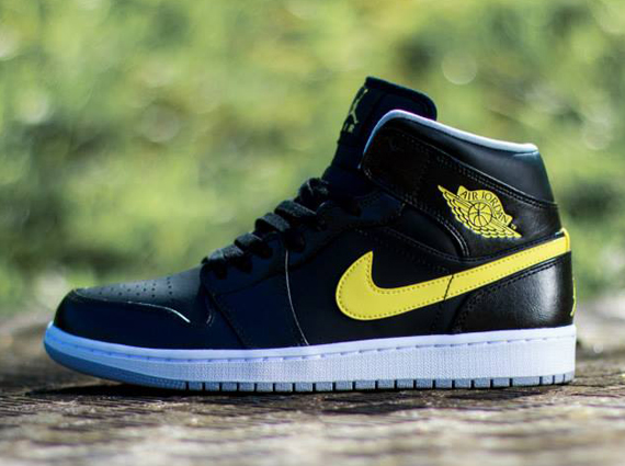 Air Jordan 1 Mid - Black - Vibrant Yellow
