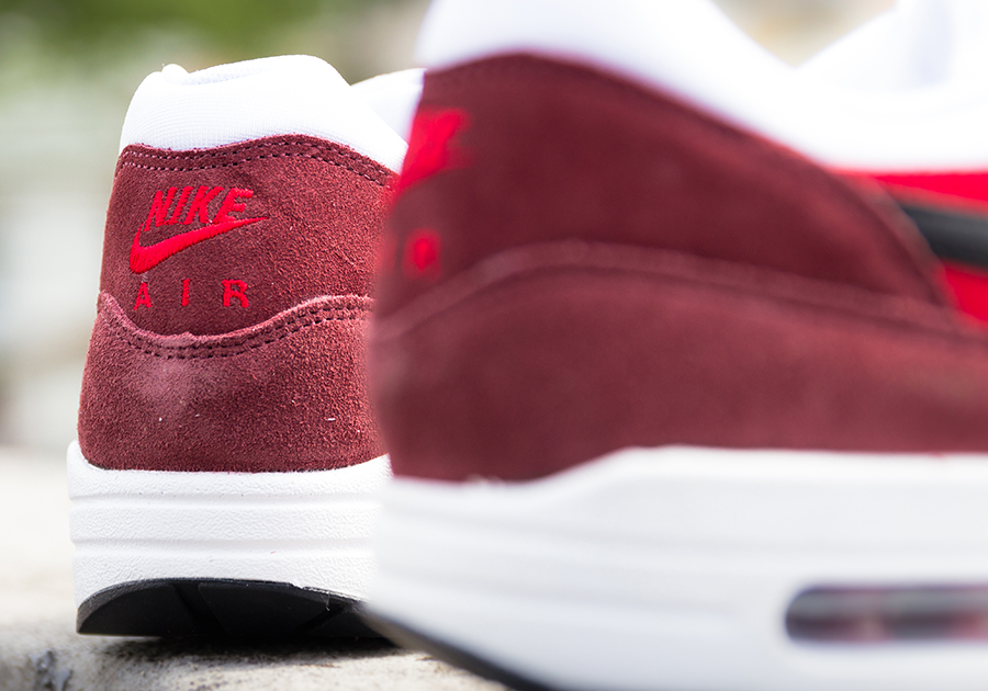 Air Max 1 Essentiels Formateurs Noir Mens Rouges zD4DQY