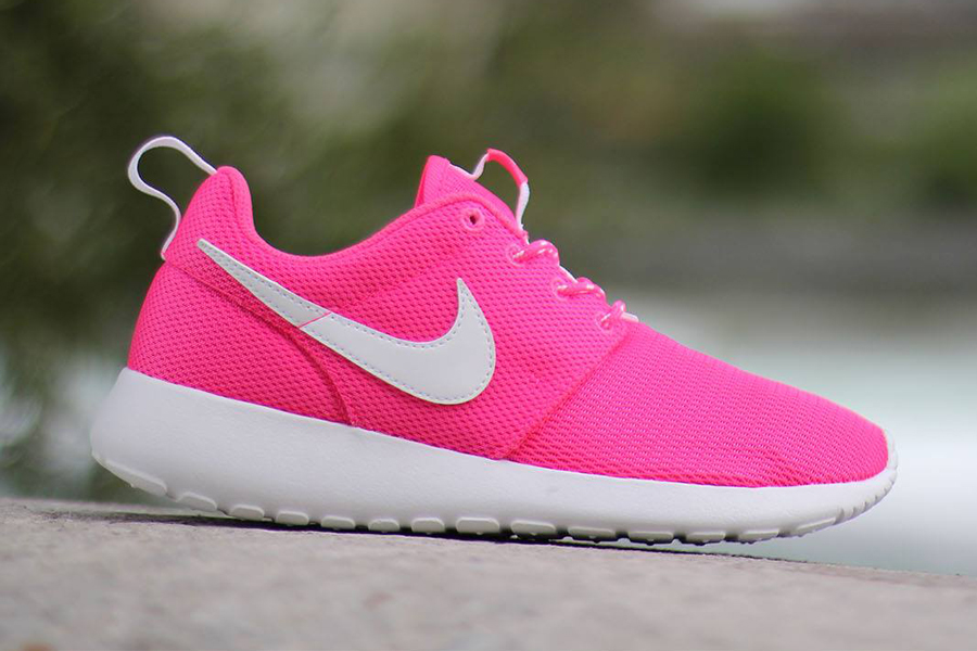 Nike trainers women pink