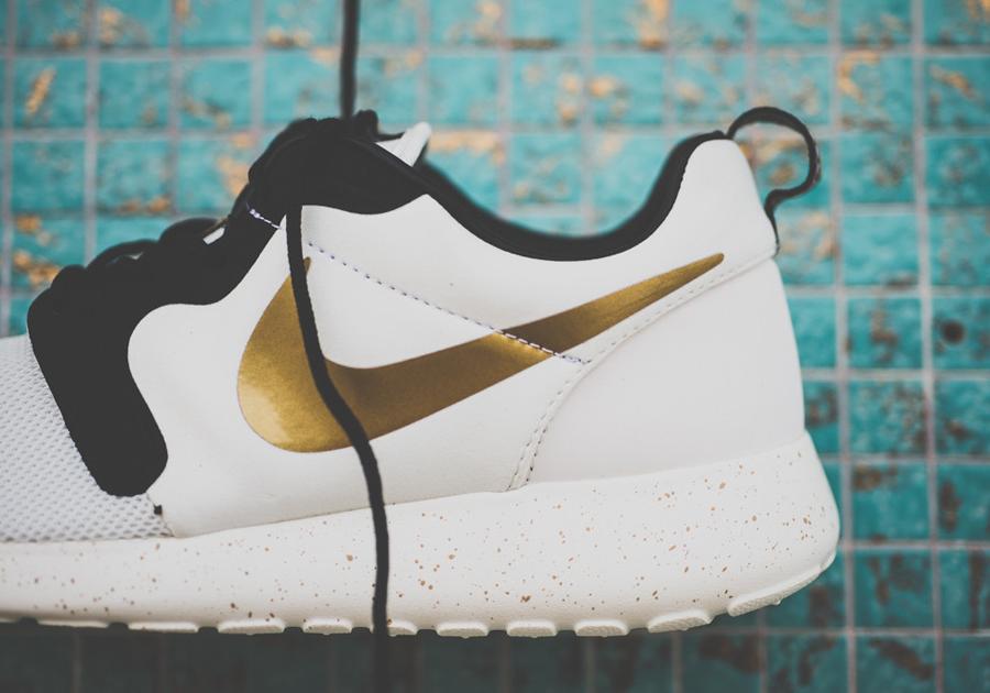 1115eaa4aef Nike Roshe Run HYP