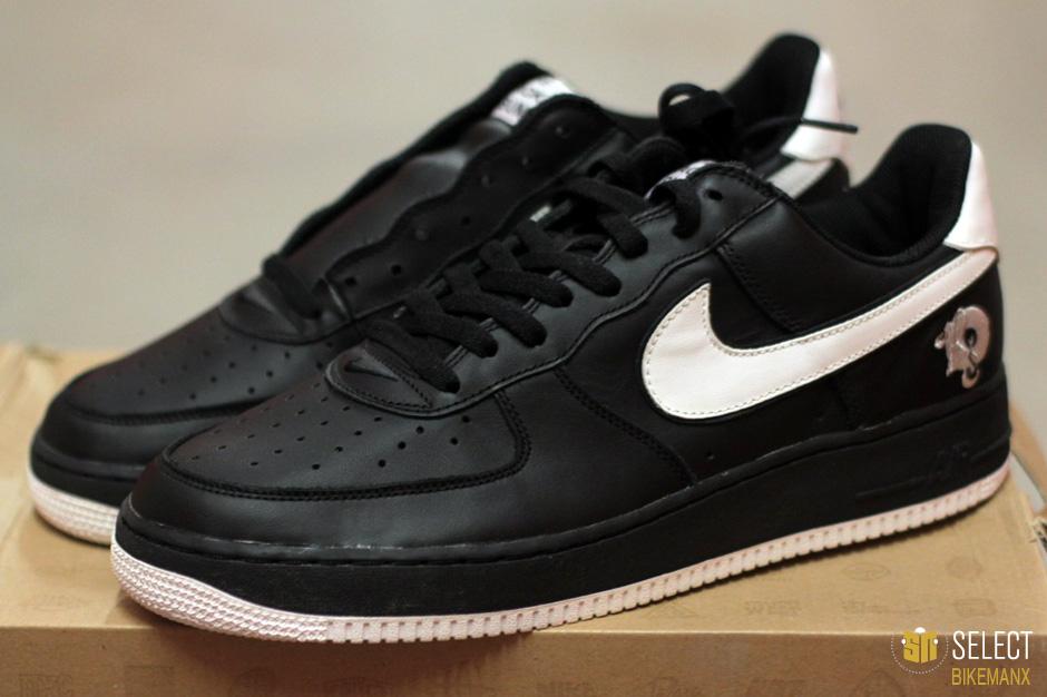 "innovative design 399b4 fe7ef Nike Air Force 1 – Jay Z ""Black Album"" PE"