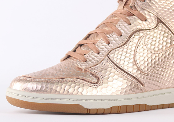 The Nike WMNS DunK Sky Hi is no stranger to a metallic finish, whether it  be that Party Pack that released earlier in the year or this Metallic  Bronze ...