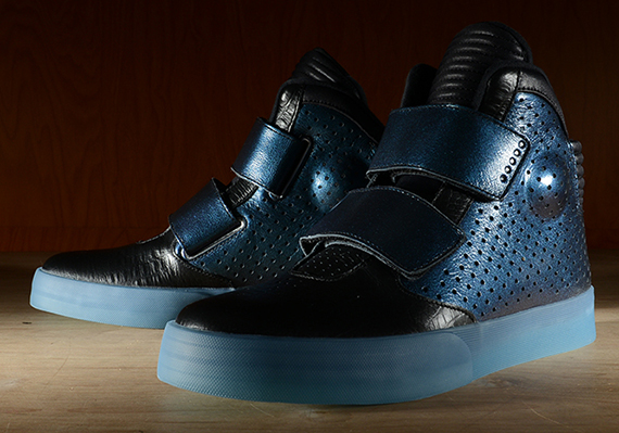 "buy popular 786bb 76355 The Nike Flystepper 2K3 remains an elusive sneaker in terms of release  dates. This one, which has a kind of ""Invisibility Cloak"" feel to it, has  popped up ..."