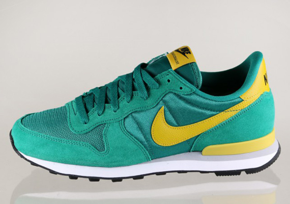 a7667750e6b0 Nike Internationalist - Mystic Green - Gold Loden - SneakerNews.com