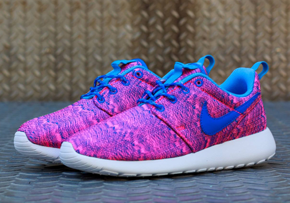 finest selection f6a00 69232 Nike Roshe Run GS - Hyper Pink - Hyper Cobalt - University Blue ...