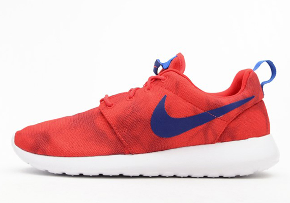 red and blue nike roshe