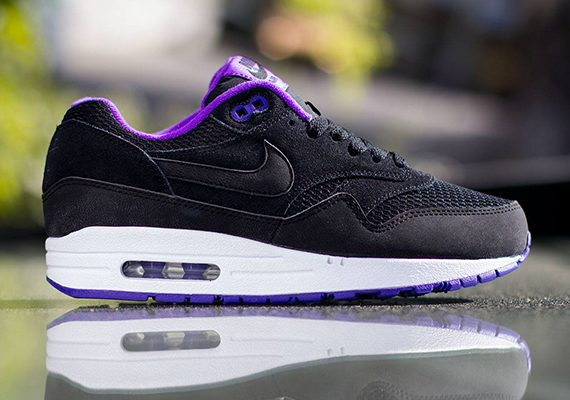 limited edition nike air max womens black