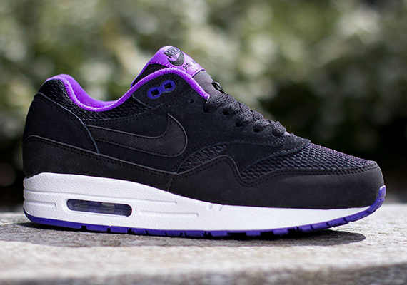 Nike WMNS Air Max 1. Color: Black-Black/Hyper Grape-White Style Code:  599820-006