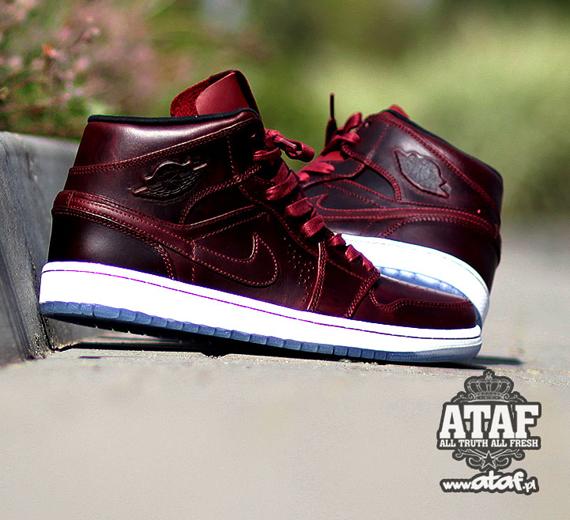 Nike Air Jordan 1 Mi Nouveau Rouge Équipe