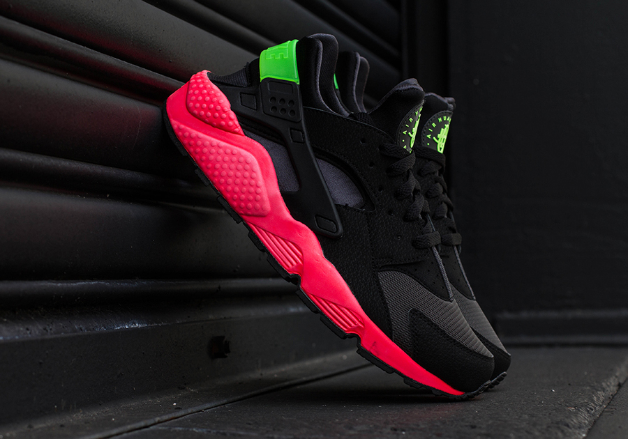 nike huarache red black green