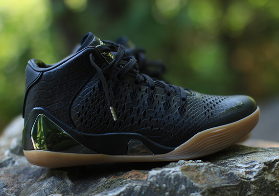 "3aab7d58d5ff The Nike Kobe 9 Mid EXT will make its debut tomorrow in this black snakeskin  colorway. Where exactly the shoe has landed on the ""hype"" scale remains to  be ..."