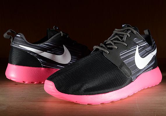 d4329fcd7ca4 Nike Roshe Run HYP Black Hyper Pink 80%OFF - ramseyequipment.com