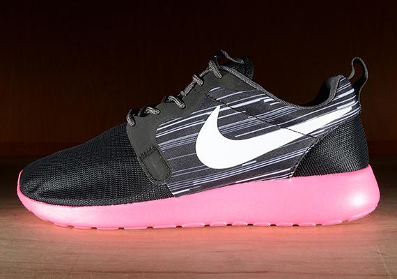 d824fe7dae0c Nike Roshe Run HYP Black Hyper Pink 80%OFF - ramseyequipment.com
