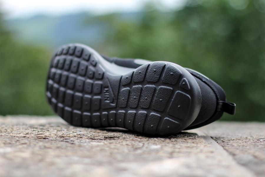 Nike Roshe Ejecutar Shopkins Negros Triples bkQ8j