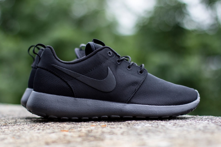 "Nike Roshe Run ""Triple Black"" - SneakerNews.com"