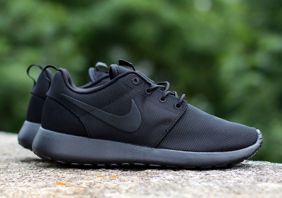 all black roshe nike