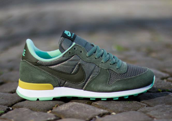 nike internationalist kaki mint