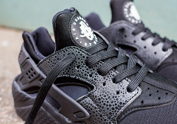 check out 5180a dcaec Nike Women s Air Huarache