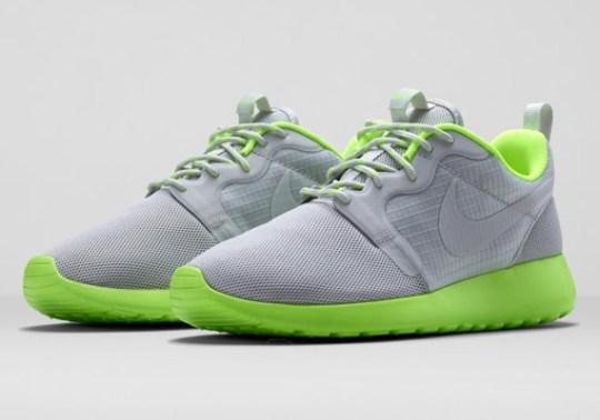 Nike Women's Roshe Run HYP – Light Bone – Volt