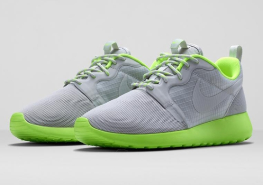 Nike Women's Roshe Run HYP – Light Bone – Volt