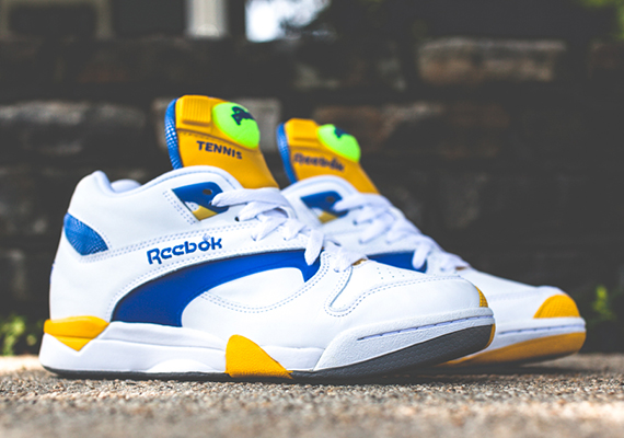 Sneakers aux pieds ? - Page 3 Reebok-court-victory-pump-white-ion-blue-yellow-1