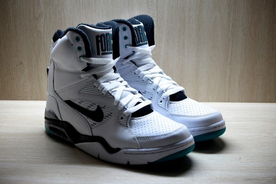 A Detailed Look At The Nike Air Command Force Quot Emerald