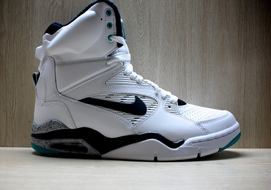 "detailed look 782e5 2d7d1 A Detailed Look at the Nike Air Command Force ""Emerald"""
