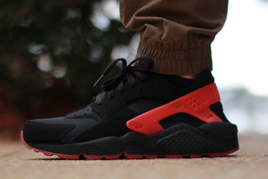 nike huarache mens black and red