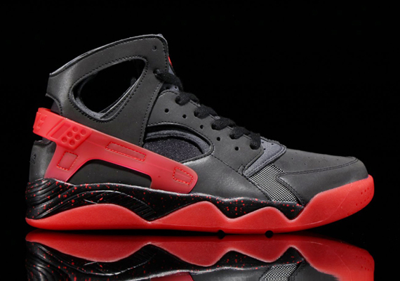 """sports shoes 99a6b 408cc We know that its not been entirely easy to keep track of the various pairs  that make up the Nike Air Huarache """"LoveHate"""" pack. Just so you know, ..."""