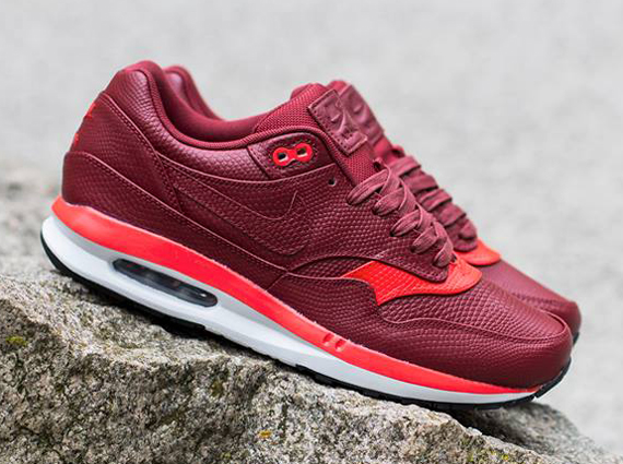 670c5f4e0b Nike Air Max Lunar1 Deluxe - Team Red - Challenge Red - SneakerNews.com