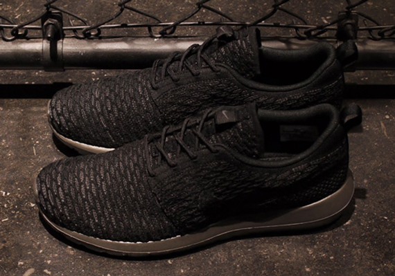 "the best attitude 57982 39cdf The Nike Flyknit Roshe Run will release in the new ""Midnight Fog"" colorway  on September 26th. Fans of the Nike Roshe were more than happy to see the  coveted ..."