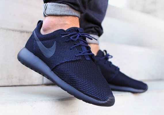 Nike Roshe Run Quot Dark Obsidian Quot Sneakernews Com