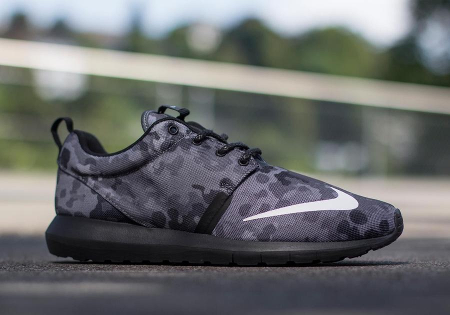 timeless design 9d16f 808d3 Nike Roshe Run NM FB