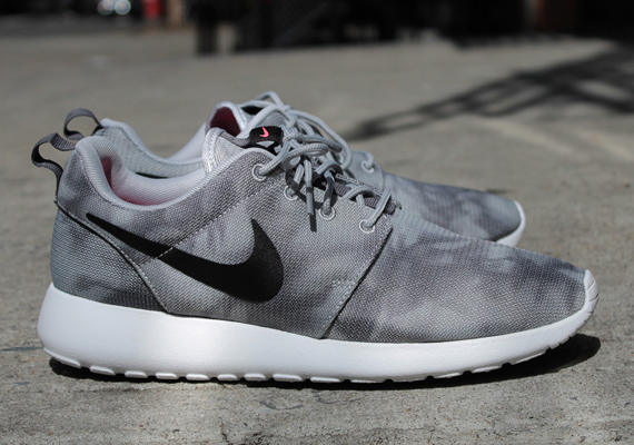 nike run roshe print gray