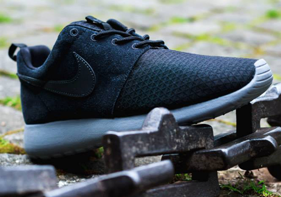 innovative design 50e6a a2a1e Nike Women s Roshe Run Winter – Black – Cool Grey