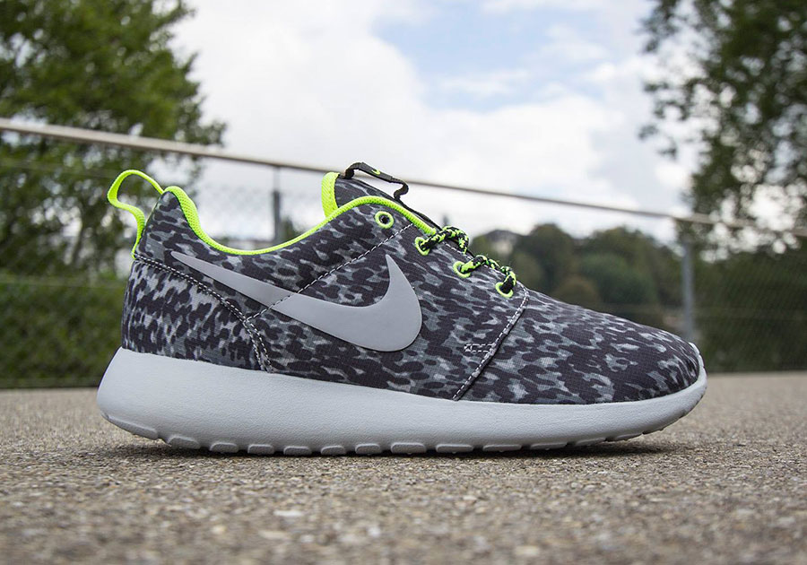 huge selection of 4a645 29a6c Nike Women s Roshe Run Print - Cool Grey - Volt - SneakerNews.com
