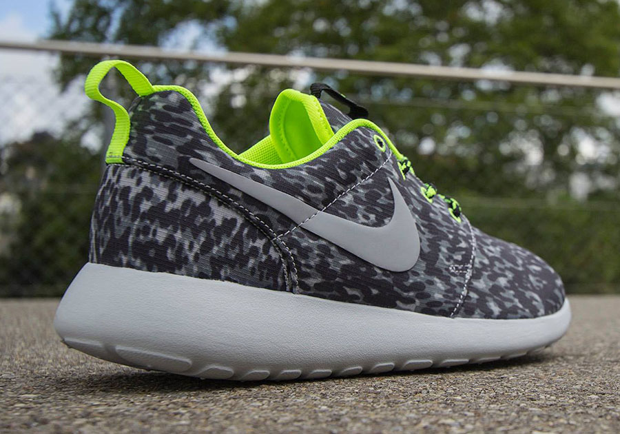 womens nike roshe run print