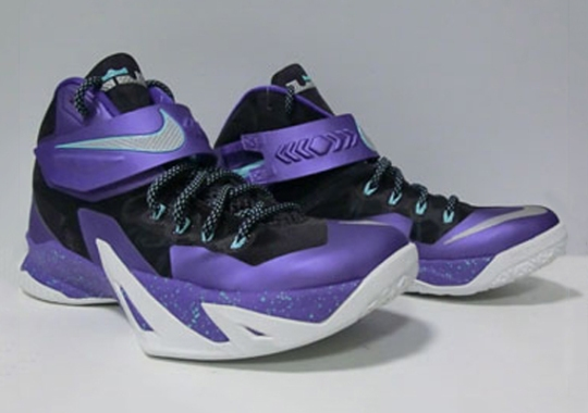 "Nike Zoom LeBron Soldier 8 ""Hornets"""