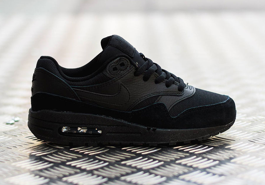 air max one black