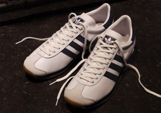 mita sneakers x adidas Originals Country