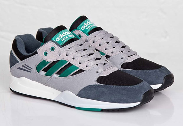 adidas Originals Tech Super – Core Black – Sub Green – Onix