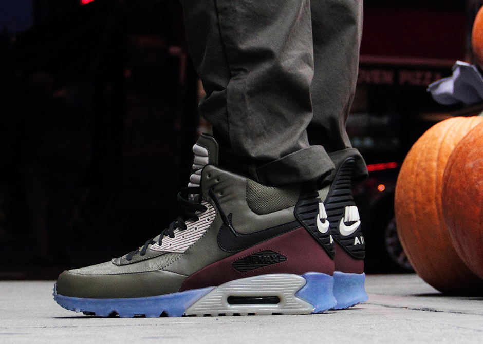air max 90 sneakerboot ice on feet