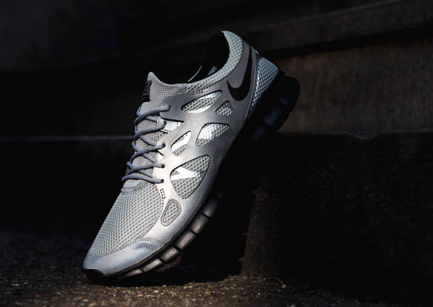 Nike Free Run 2 - Metallic Silver - Black - SneakerNews.com