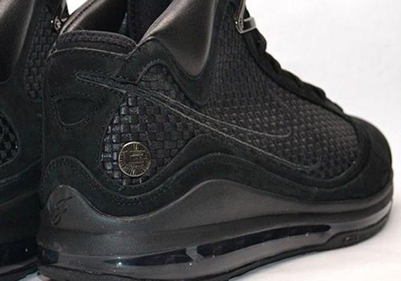 "info for 3db21 0c4d5 Nike LeBron VII ""Black NSW"" Sample on eBay"