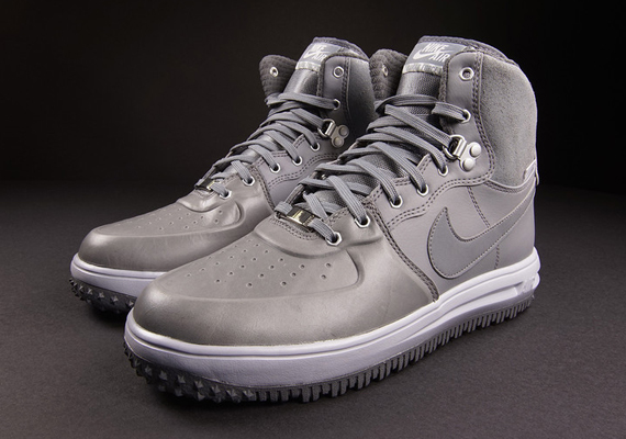 9cec388d819333 It looks like Nike has moved on from the Duckboot styles of the Nike Air  Force 1 and will instead opt for the Nike Lunar Force 1 High Sneakerboot  throughout ...