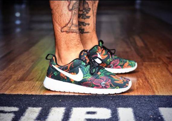 "watch 495b2 54fe6 Nike Roshe Run Print ""Tropical Floral"" Sample"