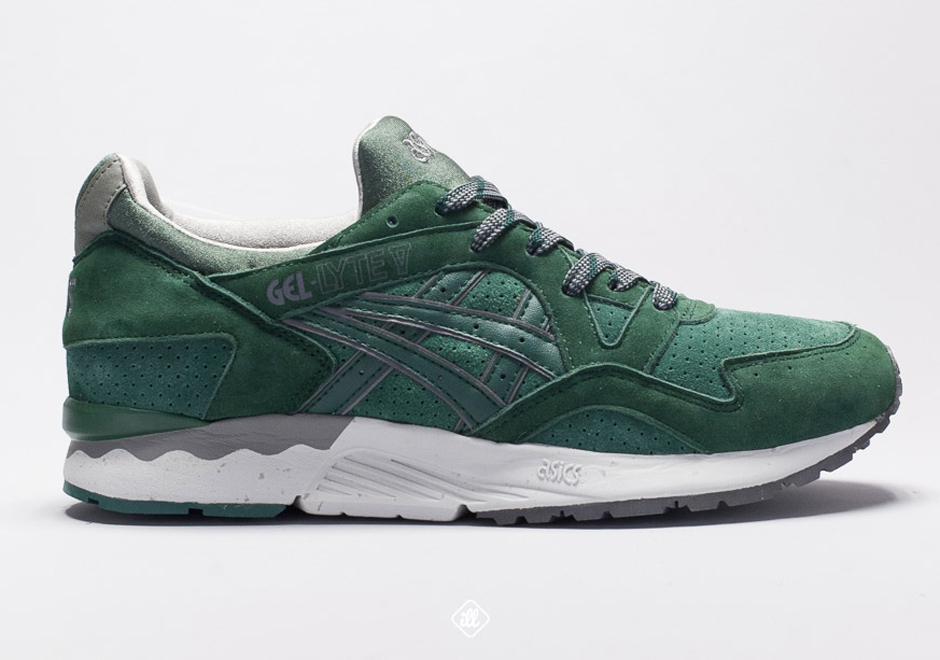 "Enjoy this early preview of the Gel-Lyte V ""Outdoor Pack"", and look for  them to start dropping at select Asics retailers like ill in early 2015."